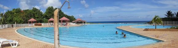La piscine l'Anse des Rochers face aux îles